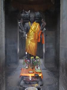 Estátua de Vishnu no portão de entrada