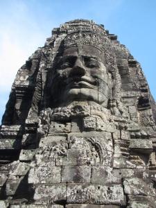 Avalokiteshvara (ou seria Jayavarman VII?) te observa
