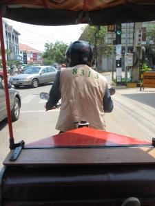 Pegando um tuk-tuk em Siem Reap
