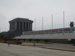 Frase em vietnamita no mausoléu de Ho Chi Minh