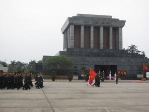 Troca da guarda no mausoléu de Ho Chi Minh