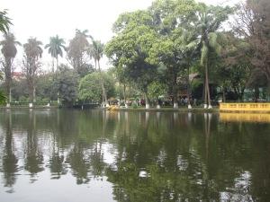 Lago ao redor do Jardim Botânico
