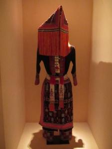 Roupa tradicional do Museu de Etnologia do Vietnã