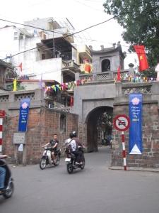 Cua O Quand Chuong (Portão Leste)