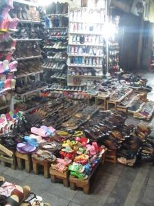 Sapatos na rua Hang Dau