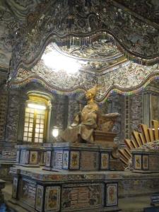 Interior do mausoléu de Khai Dinh