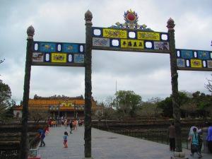 Entrada da Cidade Imperial com o Palácio Thai Hoa ao fundo