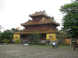 O pavilhão Hien Lam, com as urnas dos imperadores