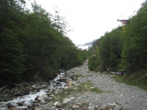 Trilha para o Cerro Martial, com o teleférico ao lado