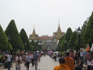A muvuca na entrada do Wat Phra Kaew
