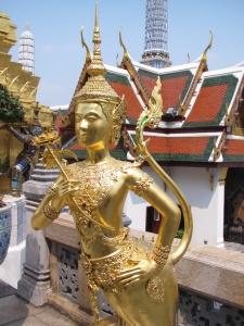 A elegante kinnara no Wat Phra Kaew