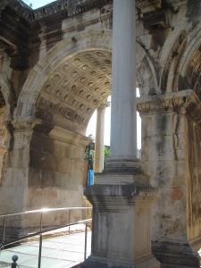 Detalhe do Portão de Adriano, em Antalya
