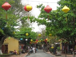 Rua com lanternas em Hoi An