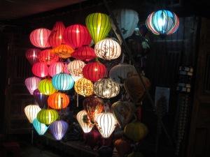 Lojinha vendendo lanternas em Hoi An