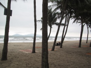 Estava nublado, mas a praia é bonita, vai...