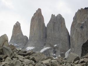 O último trecho do trekking pelas pedras é difícil, mas a vista das Torres compensa
