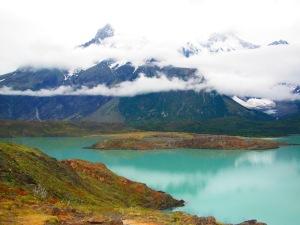 Mirante para Los Cuernos: apesar de encobertos, a paisagem compensa