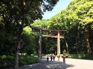 Um dos torii na entrada do Meiji-jingu
