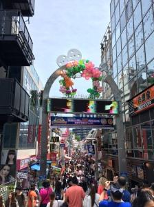 Uma das entradas da Takeshita-dori