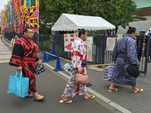 Lutadores de sumô chegam à arena