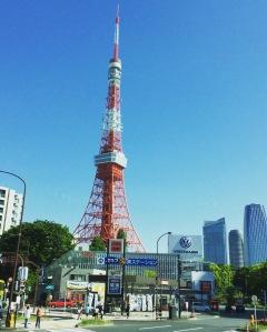 A alaranjada Torre de Tóquio
