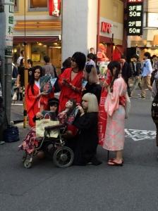 Seria a seita da boneca cadeirante em Akihabara?