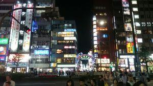 Shinjuku à noite