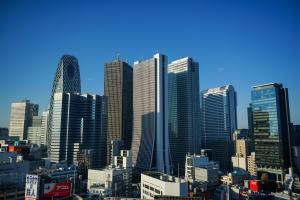 Prédios em Shinjuku (imagem obtida em http://commons.wikimedia.org)