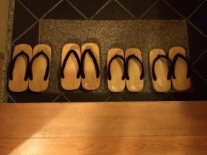 Sandálias que a gente usou no ryokan