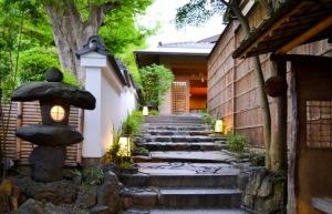 Entrada do Gion Hatanaka (imagem obtida em http://travelwithnanob.com)